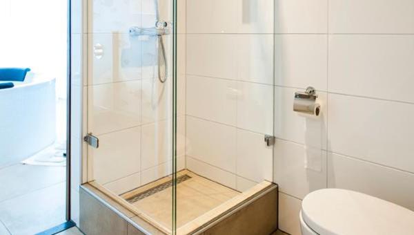 Badkamer Met Whirlpool : Whirlpool suite van der valk theaterhotel almelo