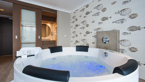 XL Jacuzzi in the room at Van der Valk Theaterhotel Almelo