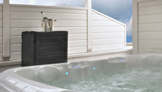 XL Outdoorjacuzzi with light therapy